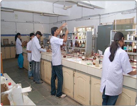 ફાર્મસી કોર્સમાં પ્રવેશ ઇચ્છુક વિદ્યાર્થીઓ માટે ગુજરાત રાજ્ય ફાર્મસી કાઉન્સિલ દ્વારા માર્ગદર્શિકા જાહેર કરાઇ